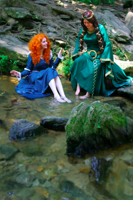 Erin as Merida and her mom (Queen Elinor) from Brave Photographer: Laura Powers