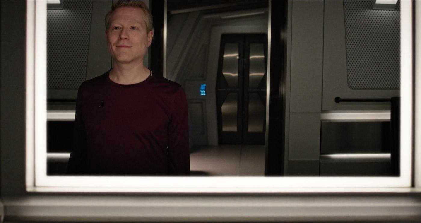 stamet-in-mirror-star-trek-discovery